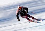 Meluncur Menuruni Lapangan Salju