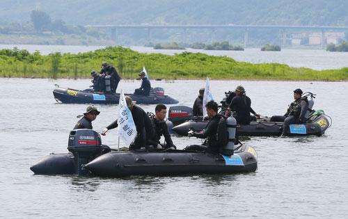 Black Berets Jump Into Han River