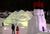 迷人的雪雕夜景