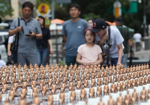 500 Girl Statues Dedicated to Victims