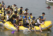 Chèo thuyền trên sông Hàn