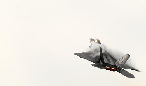 世界最強の戦闘機がお披露目