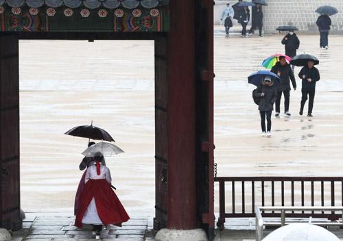 Ngày mưa tại cung Gyeongbok