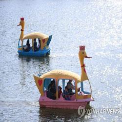 Menikmati Perahu Bebek