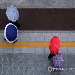 Défilé de parapluies
