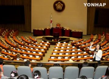 Sesi tambahan parlemen bulan Agustus berakhir