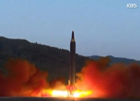 Lanza lo que aparenta ser un misil — Pyongyang eleva tensiones