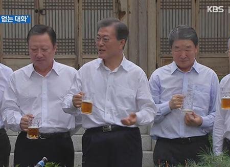 Präsident Moon trifft sich mit Unternehmern