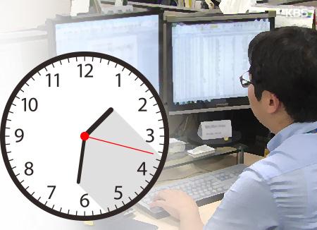 Xếp thứ hai về số giờ làm việc, người lao động Hàn Quốc chỉ nhận số lương bằng hai phần ba OECD