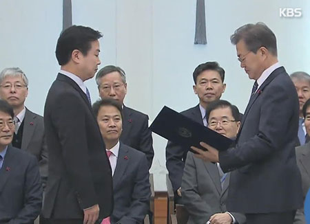 Presiden Moon Mengangkat Hong Jong-haak Sebagai Menteri Perusahaan Ventura, Usaha Kecil dan Menengah