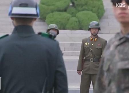 Images spectaculaires d'un militaire nord-coréen fuyant son pays