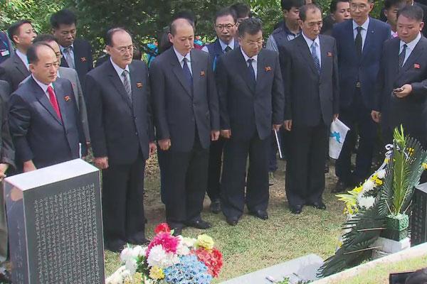 عودة ممثلي العمال الكوريين الشماليين بعد اختتام زيارتهم لكوريا الجنوبية