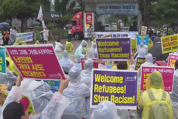 تنظيم مظاهرات مؤيدة ومعارضة لقبول اللاجئين اليمنيين في سيول