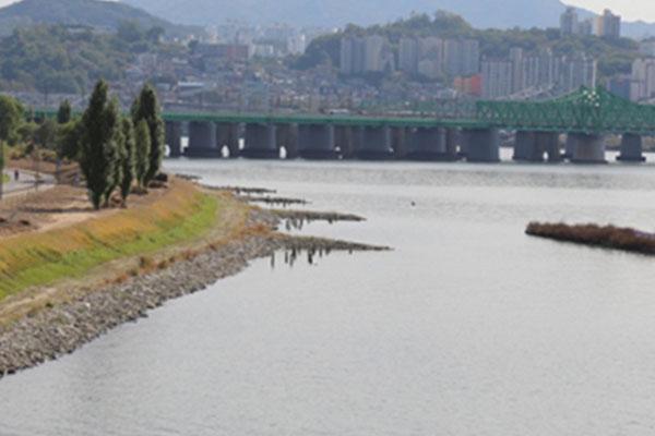 Hai miền Nam-Bắc cùng tiến hành khảo sát vùng nước ở cửa sông Hàn