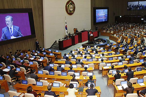 Chính giới tranh cãi gay gắt về dự thảo ngân sách năm 2019