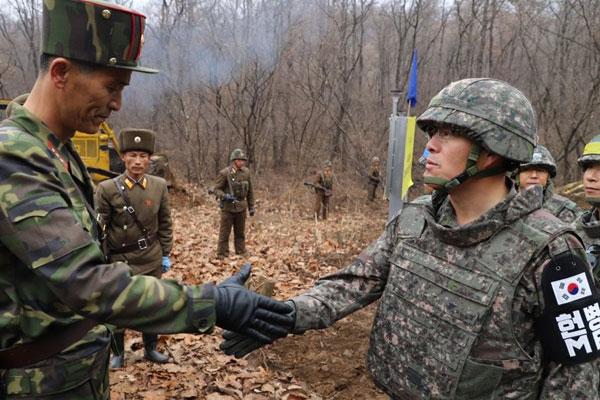 Koreas schließen heute Zerstörung von Wachposten und Minenräumung in DMZ ab
