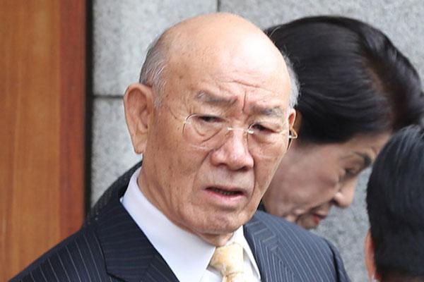 Cựu Tổng thống Chun Doo-hwan trình diện Tòa án về nghi ngờ xúc phạm danh dự người đã khuất