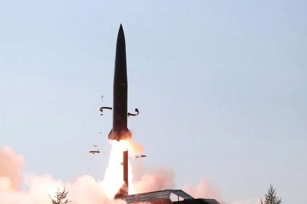 Nordkorea schießt zwei Projektile ab