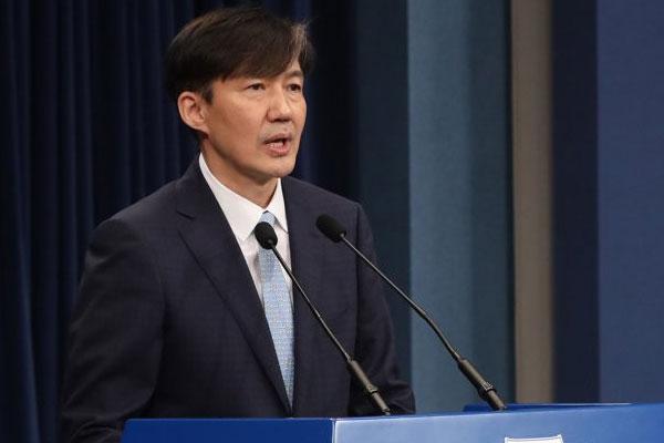 الرئيس مون جيه إين يجري تعديلا وزاريا