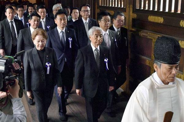 日本朝野议员集体参拜靖国神社
