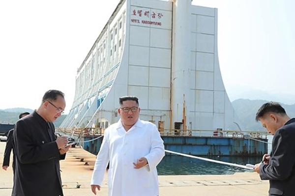 Лидер КНДР приказал демонтировать южнокорейские объекты в горах Кымгансан