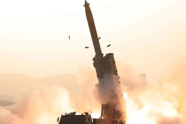 Korut Sukses Uji Coba Peluncuran Roket Artileri Super Besar