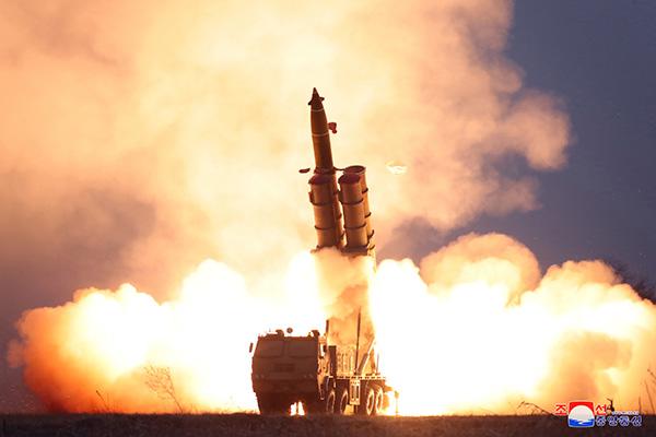 Bắc Triều Tiên tiếp tục phóng thử nghiệm pháo phản lực siêu lớn
