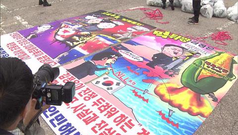 Una asociación de desertores lanza panfletos políticos contra Corea del Norte