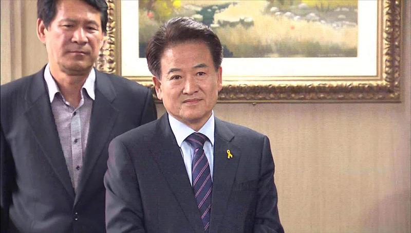 Chung Dong Young anuncia su candidatura a las parciales del 29 de abril