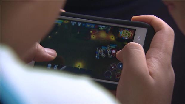 Tỷ lệ thanh thiếu niên Hàn Quốc nghiện smart phone gia tăng nhanh chóng