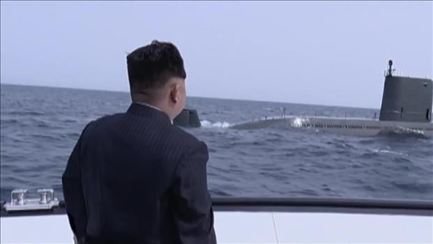 Kim Jong Un proclama éxito del ensayo de misil submarino