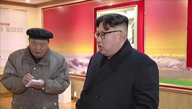 Des images récentes de Kim Jong-un le montrent une nouvelle fois en train de boiter
