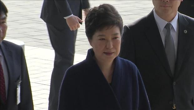 朴前大統領が容疑者として検察に出頭