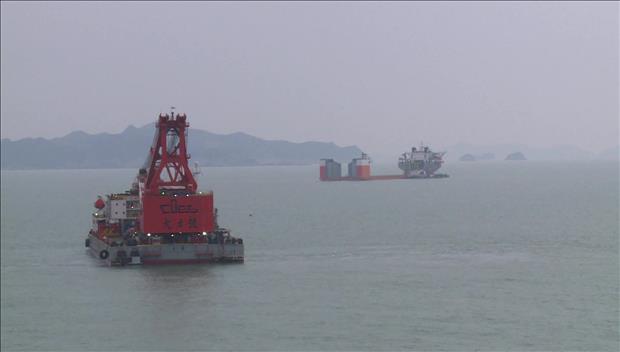 韩国政府22日上午开始进行世越号沉船试捞工作