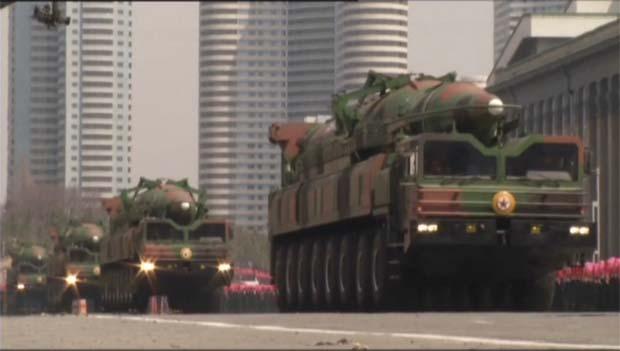北韓発射のミサイル 新型の中距離弾道ミサイルか