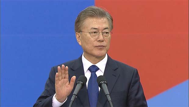 Le nouveau président de la République Moon Jae-in prête serment à l'Assemblée nationale