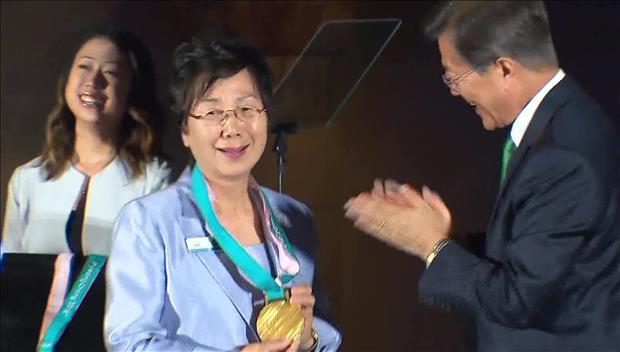 Medaillen für Olympische Spiele in PyeongChang präsentiert