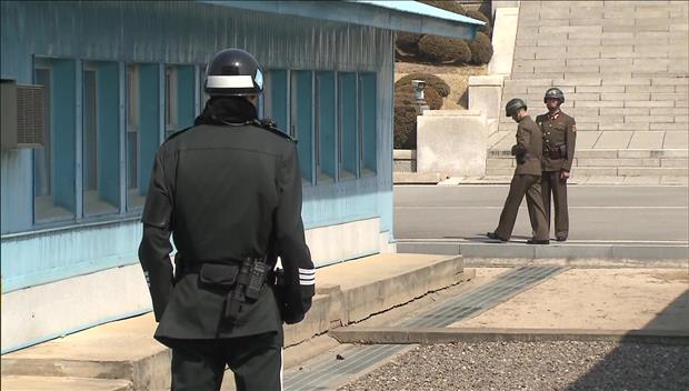 投韩北韩军人利用军用吉普车靠近军事分界线 北韩军追赶扫射
