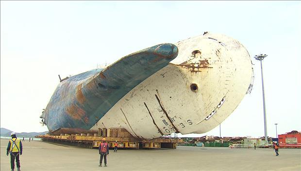 Bangkai Kapal Sewol Mulai Menjalani Proses untuk Ditegakkan