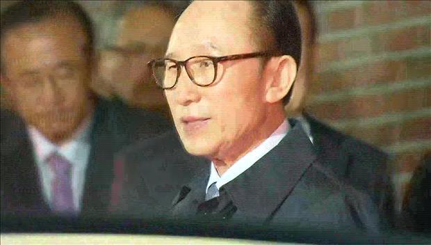 韩国法院批捕前总统李明博 李明博被移送至首尔东部看守所