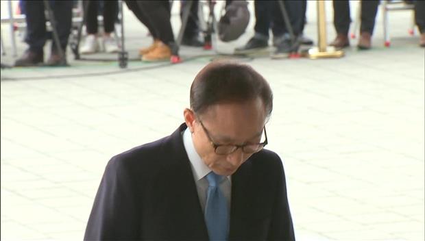 Ouverture du procès de l'ex-président Lee Myung-bak