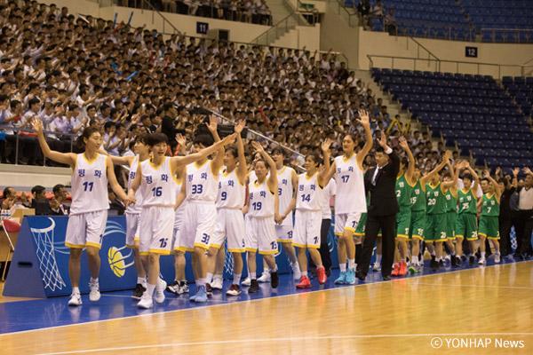 Südkoreanische Basketballspieler spielen in Pjöngjang