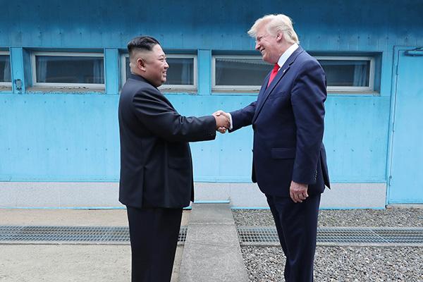 """اجتماع """"كيم"""" و""""ترامب"""" في المنطقة منزوعة السلاح يمثل اختراقا  في المحادثات المتوقفة"""
