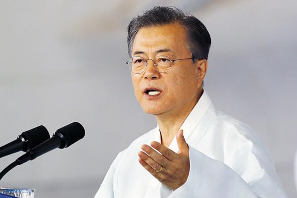 """韩国总统文在寅提出""""和平经济""""构想"""