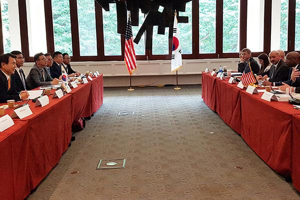 كوريا الجنوبية والولايات المتحدة تعقدان محادثات حول تقاسم تكلفة الدفاع