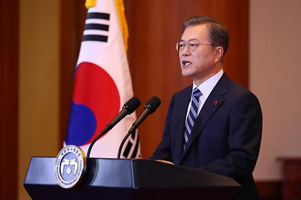 """""""مون"""" يؤكد على التعاون بين الكوريتين في رسالة العام الجديد"""