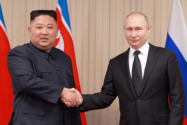 러시아와 우호 관계 다지기에 나서고 있는 북한의 친러 외교 행보