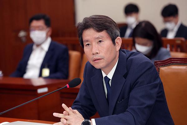 韓国統一部の李仁栄長官について
