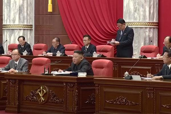 Pemimpin Korea Utara merombak jajaran pejabat senior dalam rapat politbiro