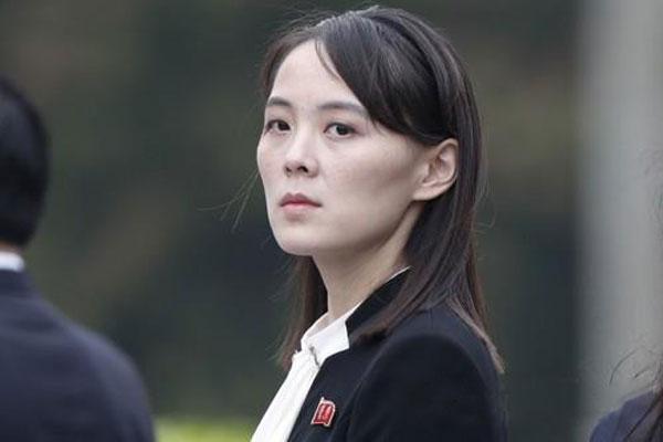 北韩劳动党副部长金与正的形象与其政治地位